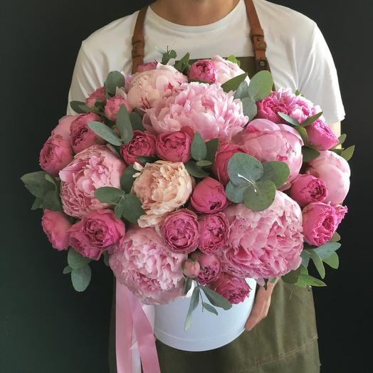 Коробочка с пионами и розами: букеты цветов на заказ Flowwow