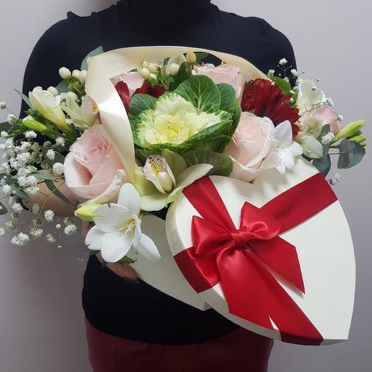 Композиция в виде сердца: букеты цветов на заказ Flowwow