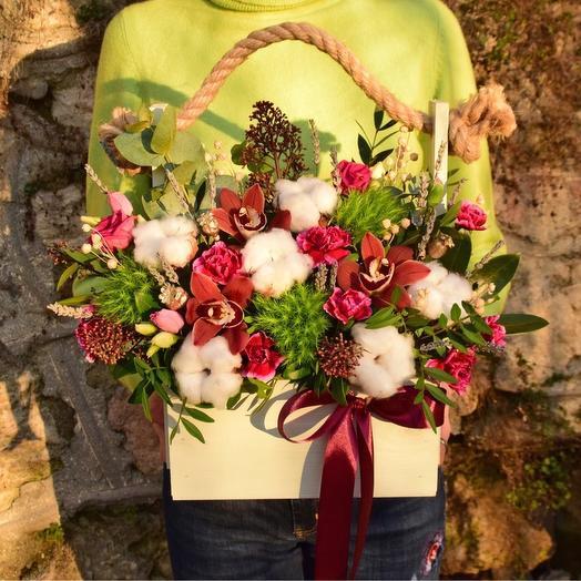 Невероятная сочная цветочная композиция в деревянном кашпо
