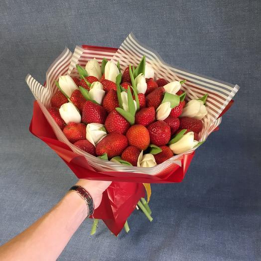 Клубника и тюльпаны