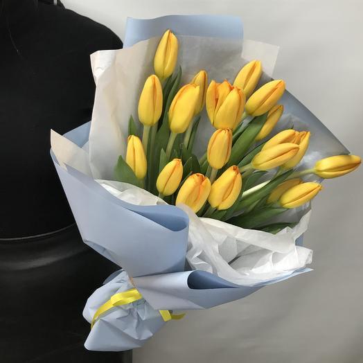 19 тюльпанов в стильной упаковке: букеты цветов на заказ Flowwow