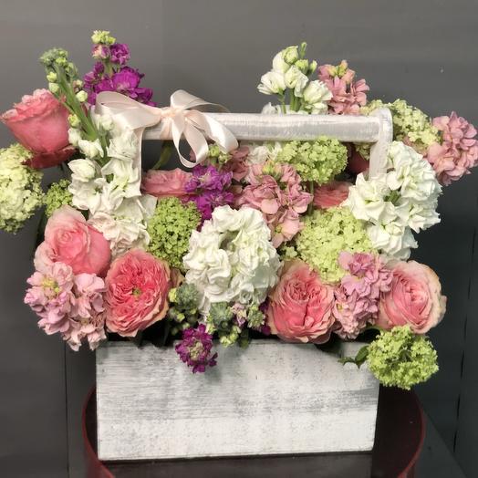 Ящик из пионовидных  роз  Дама Джуди Денч»