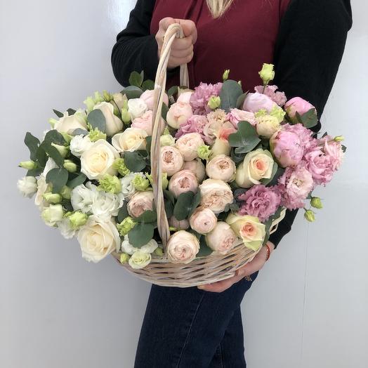 Корзина в нежных тонах: букеты цветов на заказ Flowwow