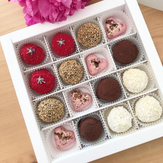«Восторг» трюфель 4 вида: малина,апельсин,кофе,тропики; конфеты из клубничного шоколада с наполнением