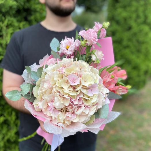 Букет «Розовая гортензия с эустомой и альстромерией»