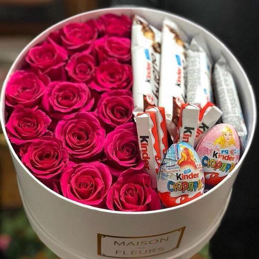Коробка с малиновыми эквадорскими розами и киндерами