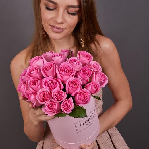25 розовых роз премиум в шляпной коробке