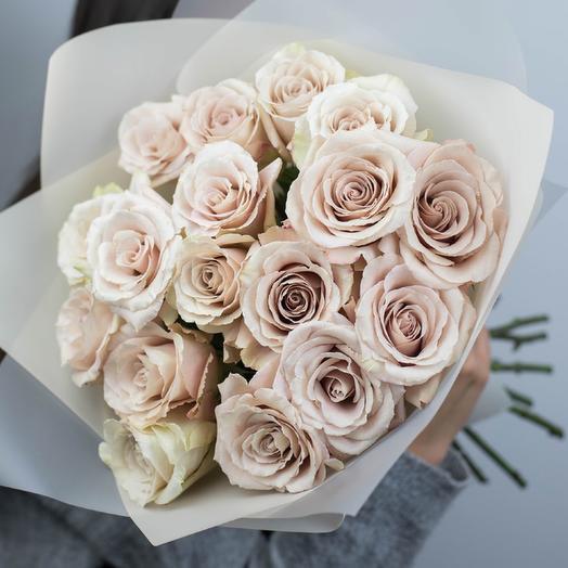 17 пудровых роз