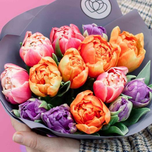 Букет из 15 пионовидных тюльпанов микс в сиреневой пленке