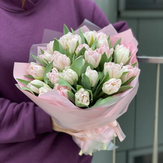 Foxtrot bouquet of 25 peony-shaped tulips