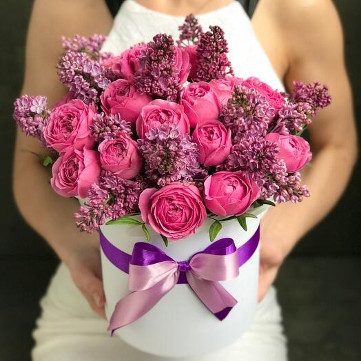 Сирень и пионовидные розы