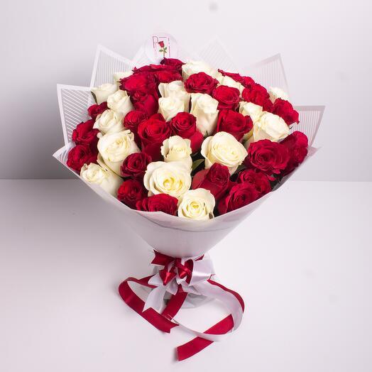 51 красная и белая роза (Микс)