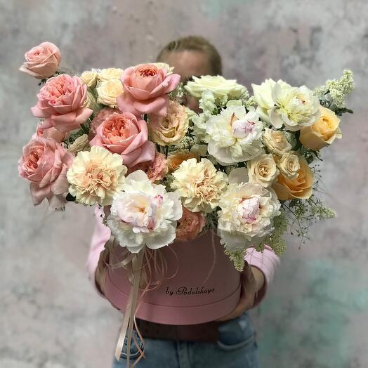 Роскошная коробка с цветами