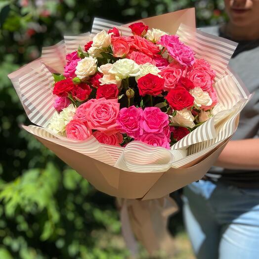 Букет 15 кустовых разноцветных Роз микс