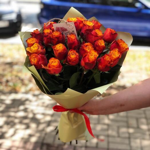 Букет из 25 оранжевых роз с оформлением