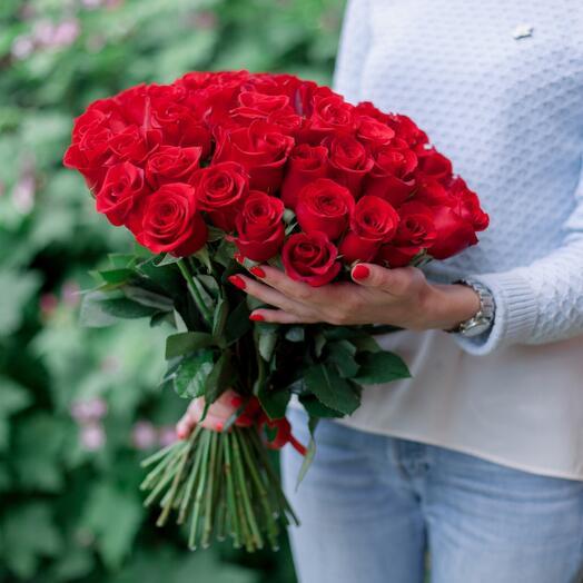 Букет из 51 красной розы России . Топпер в подарок