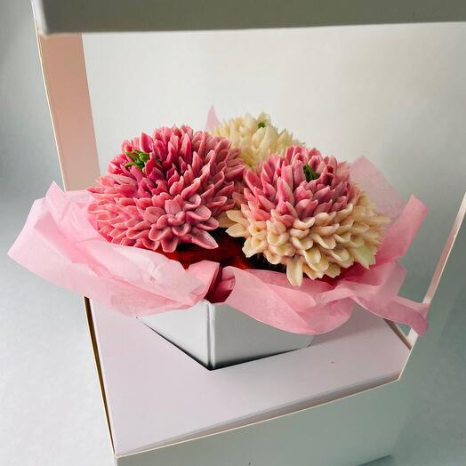 Delicious Mini Bouquet of 3 Chrysanthemum Flower cupcakes