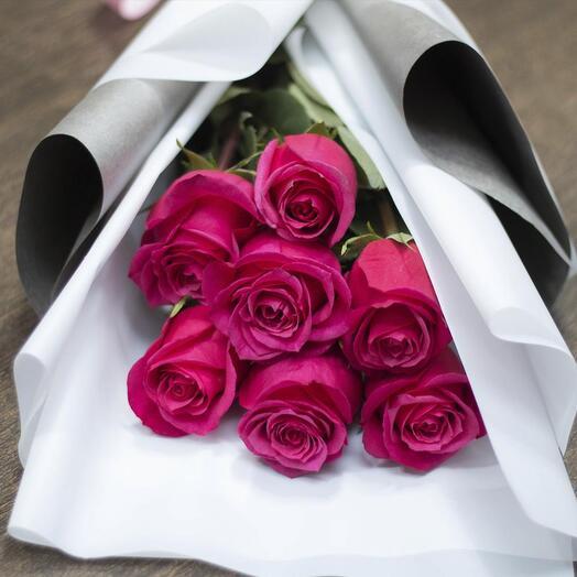 Ярко-розовые розы