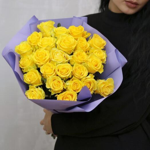 25. Букет желтых кенийских роз