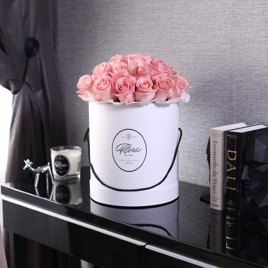 Розы Hermosa в шляпной коробке Grand White: букеты цветов на заказ Flowwow