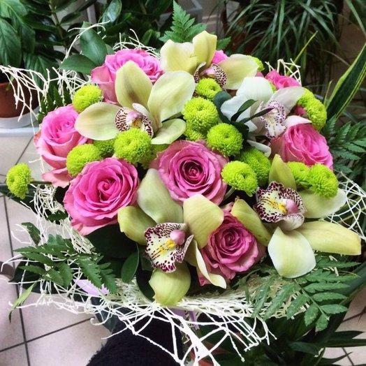 Букет Фисташковый крем из орхидей роз хризантем Код БЦ 160155