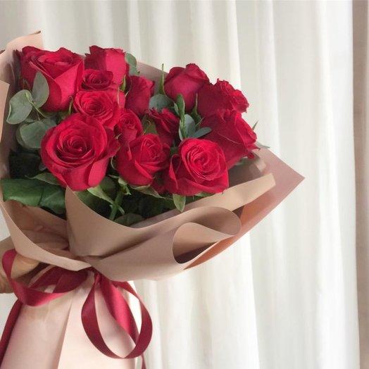 19 красных роз в крафте: букеты цветов на заказ Flowwow