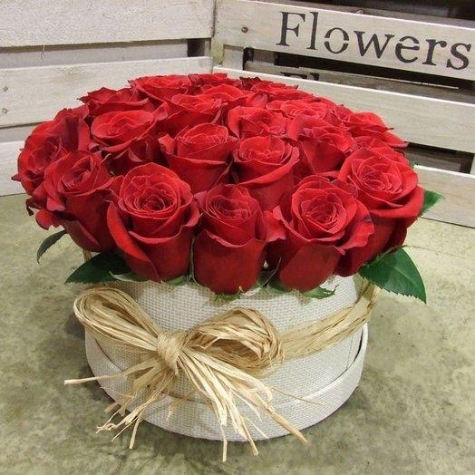 Розы Ред Науми в коробке: букеты цветов на заказ Flowwow