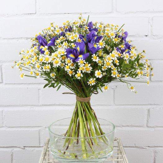 Букет из танацетума с ирисом: букеты цветов на заказ Flowwow