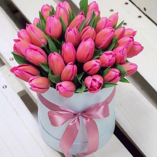 Коробочка с тюльпанами: букеты цветов на заказ Flowwow