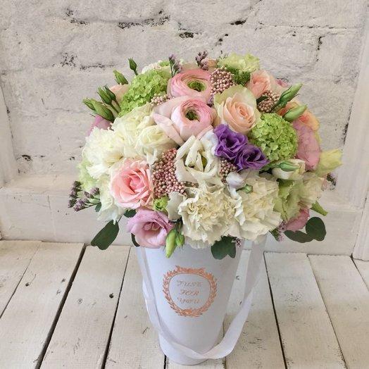 Цветы в конусной коробке (белой): букеты цветов на заказ Flowwow