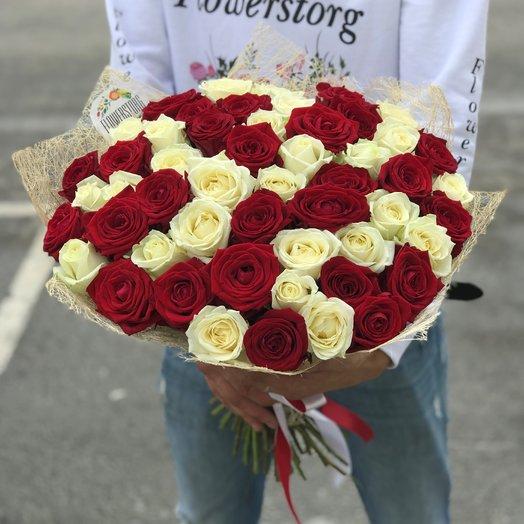 Букет из  51 розы ( 50 см ) Белая ,  Красная N21