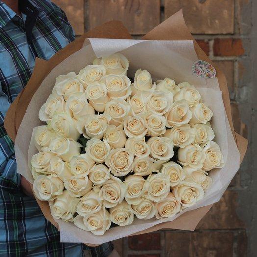 51 белая эквадорская роза 70см: букеты цветов на заказ Flowwow