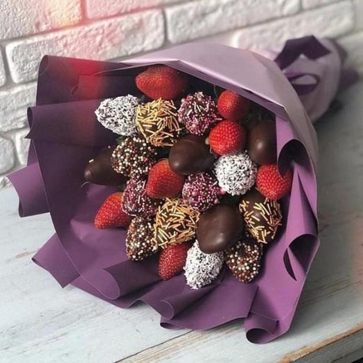 Клубничный букет «Грация»: букеты цветов на заказ Flowwow