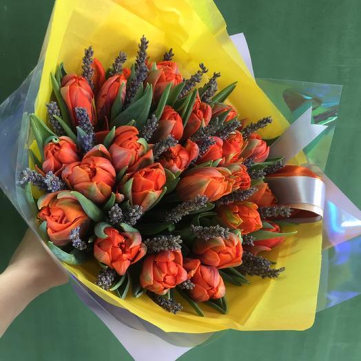 Тюльпан и лаванда: букеты цветов на заказ Flowwow