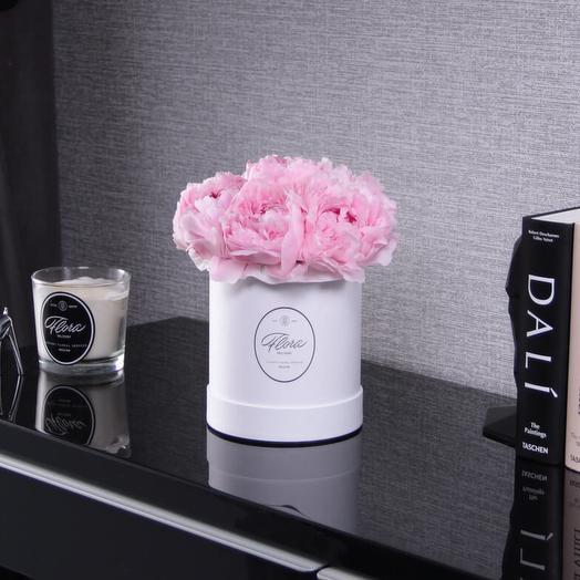 """Шляпная коробка Demi """"Пионы Sarah Bernhardt"""" WHITE: букеты цветов на заказ Flowwow"""