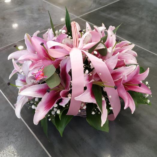 """Корзина с лилиями """"Рассвет"""": букеты цветов на заказ Flowwow"""