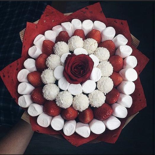 Клубничный букет «рафаэлло»: букеты цветов на заказ Flowwow