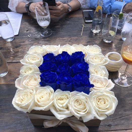 Roses in a box white/blue: flowers to order Flowwow
