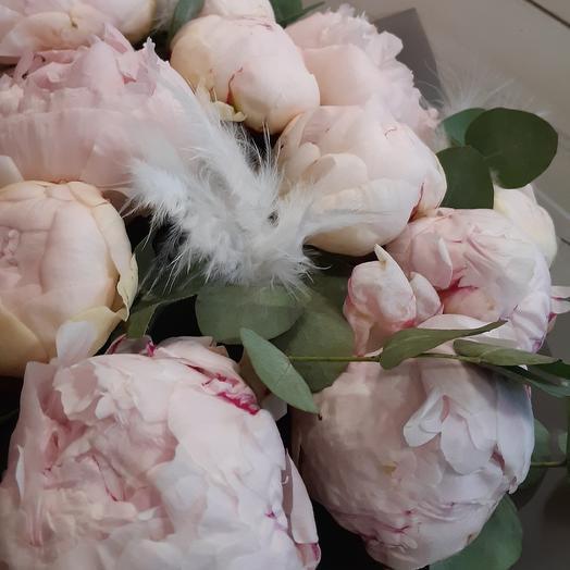 Шикарные пионы в перьях: букеты цветов на заказ Flowwow