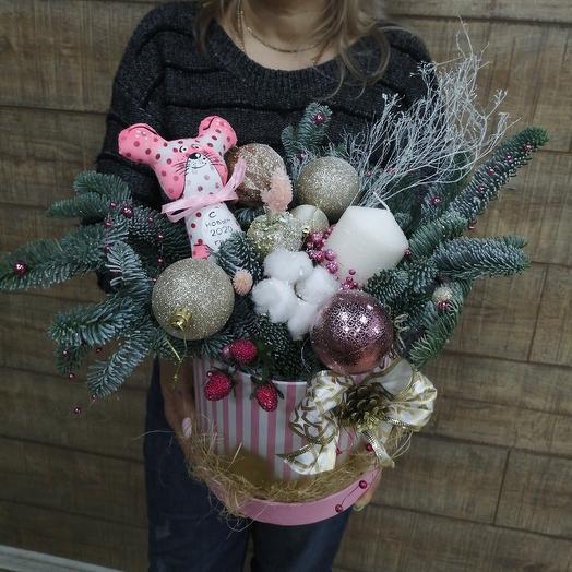 Зимняя композиция в коробке: букеты цветов на заказ Flowwow