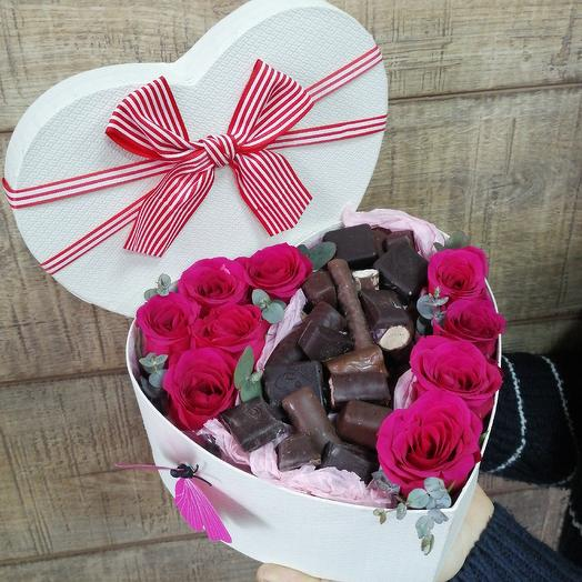 Розы с шоколадом в сердце: букеты цветов на заказ Flowwow