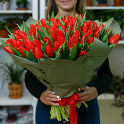 Букет красных тюльпанов 8