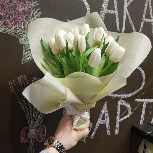 15 белых тюльпанов