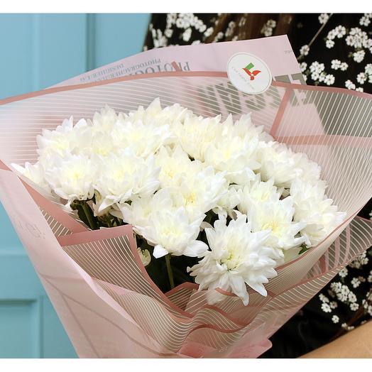 Букет из 5 белых кустовых хризантем в стильной упаковке