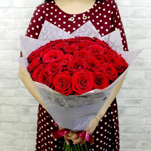"""Букет """"РУБИНОВЫЕ УКРАШЕНИЯ"""" из 35 красных роз"""