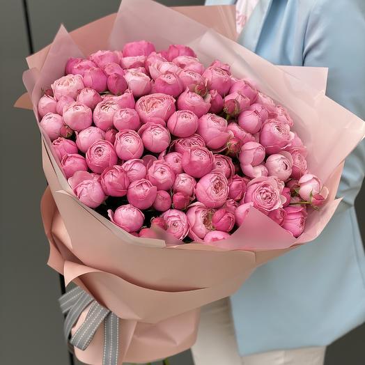Букет из пионовидной кустовой розы и эвкалипта Кэмирон Макси