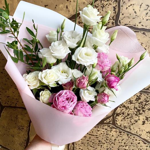 Букет с эустомой и розами