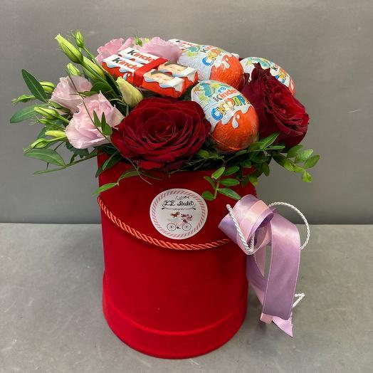 Цветы и киндеры в коробке