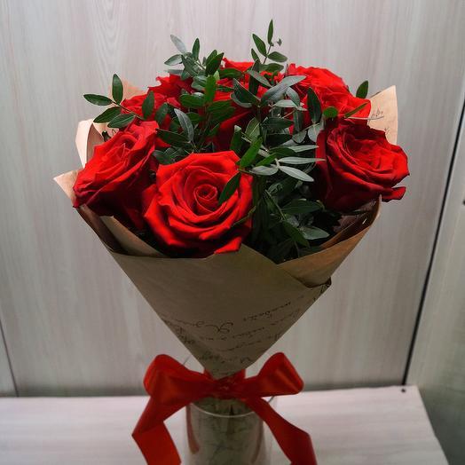 Моно из 5 сортовых красных роз