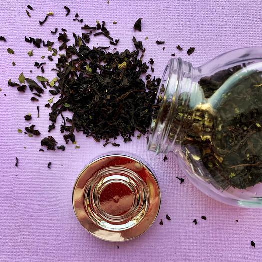 Чёрный чай с чёрной смородиной